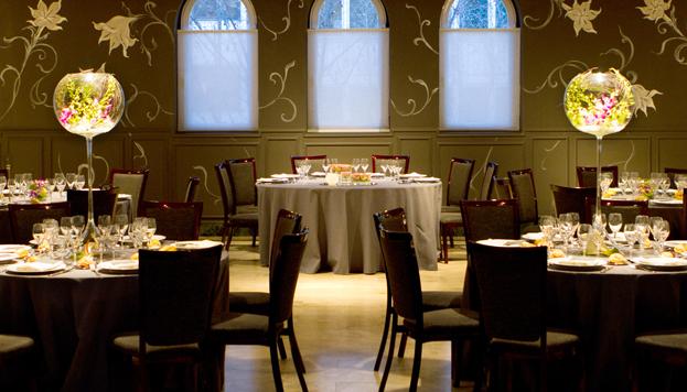 Tras la cena en Larumbe 38, la fiesta continúa en los salones de la redacción del edificio ABC Serrano.