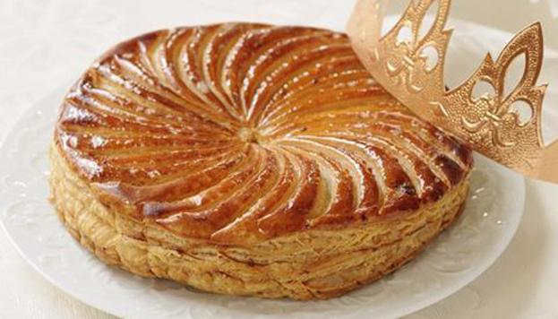 Este es el dulce francés que preparan en Fonty para el día de Reyes. No tiene agujero pero sí figurita.