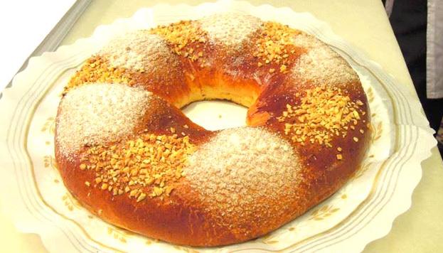 Muy esponjoso. Así es el famoso roscón de la Antigua Pastelería El Pozo. Todo un clásico en Madrid.