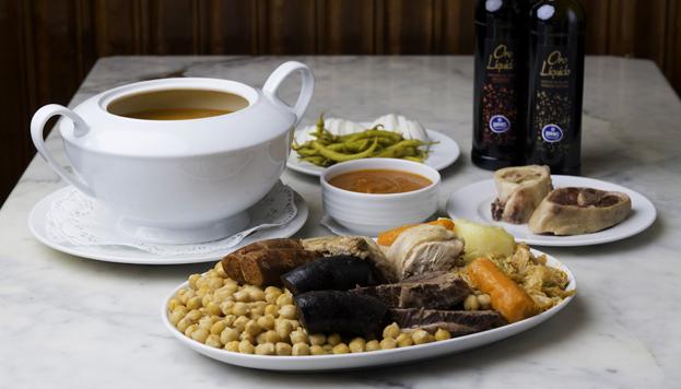 El Club de Amigos del Cocido de Madrid ha reconocido a este de La Cruz Blanca de Vallescas como el mejor de la ciudad.