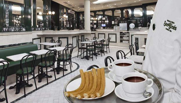La chocolatería de San Ginés es toda una institución en Madrid. Fue inaugurada en el año 1894.