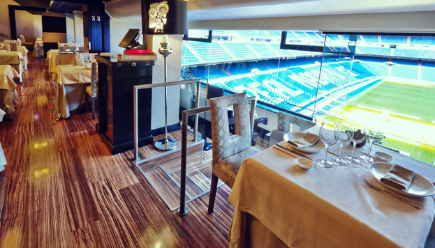 El restaurante Zen Market está dentro del estadio Santiago Bernabéu, con vistas al césped.