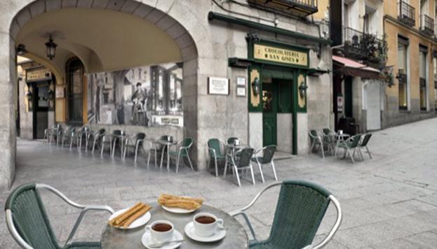 El callejón de San Ginés es un rincón con mucho encanto de Madrid. ¡Con un chocolate con churros se disfruta mejor!