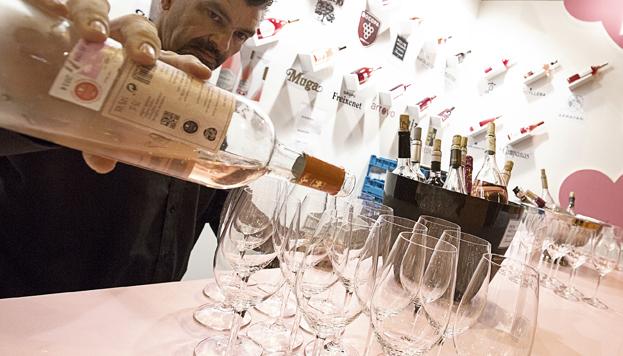 Los sumilleres también son puestos a prueba en el Salón, en el que ocupa un lugar destacado El Rincón del Vino.