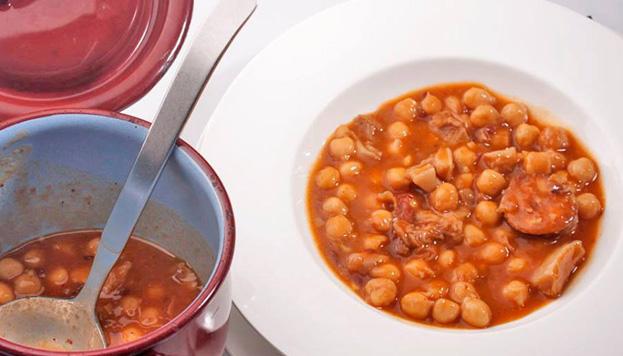 Garbanzos, callos, alubias... Cada día se puede degustar un plato de cuchara diferente.