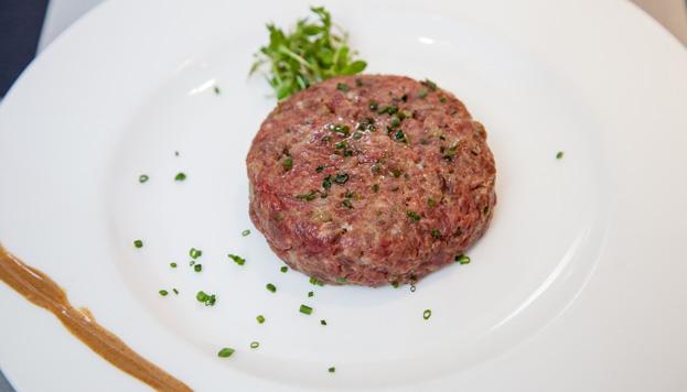 En la carta del Arzábal Museo no faltan tampoco los platos internacionales, como este steak tratar.