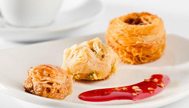 El Menú Degustación de Sukran termina con un postre muy especial: baklawas, pastelitos de hojaldre y miel.