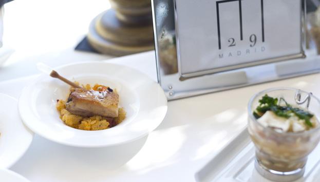 Esta papada ibérica con migas del pastor lleva la firma del restaurante M29.