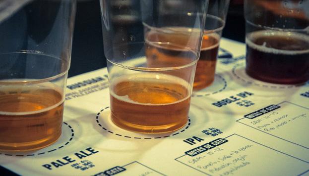 En Labirratorium puedes probar cervezas, pero también aprender a fabricarlas de forma artesana.