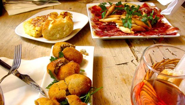 ¡Es hora de irse de tapas! Triball organiza, entre los días 5 y 7 de mayo, unas jornadas gastronómicas de lo más castizas.