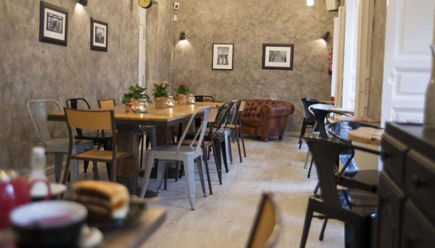 En el Mur Café reina la calma. Ideal para tomar un desayuno con tostadas de pan con masa madre.
