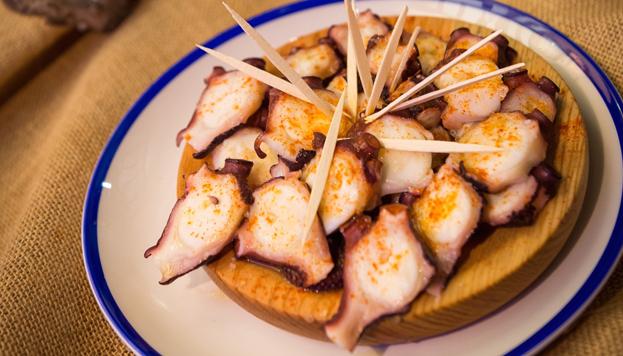 Un imprescindible: el pulpo que prepara Pepe Solla en la Taberna Atlántico.