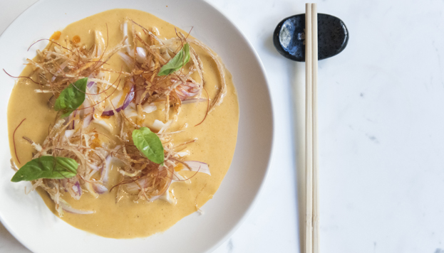 El ambiente informal de Pink Monkey se complementa con una cocina global, hecha al momento y de cara al público.
