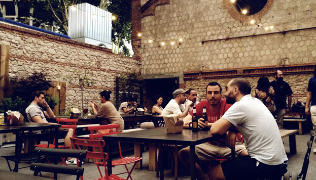 Otro sitio imprescindible en Matadero Madrid es el Patio de La Cantina.