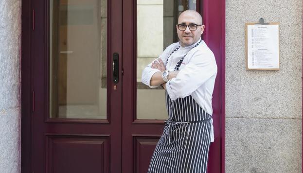 El cocinero Carlos del Portillo es el alma mater de Bistronomika, una de las últimas novedades del barrio de las Letras.