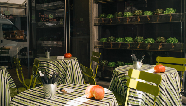 De Navarra llegan los riquísimos tomates que prepara con mimo Floren Domezain en su restaurante.