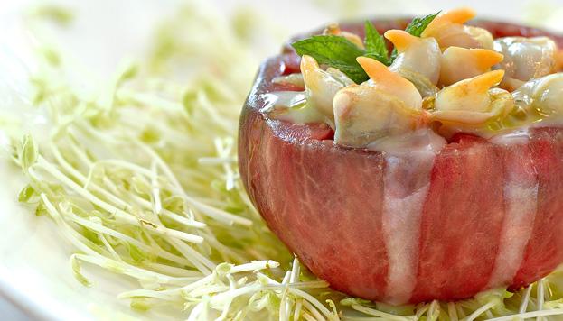 Atención a la propuesta de Atrapallada: tomate soleado con berberechos al pil pil.