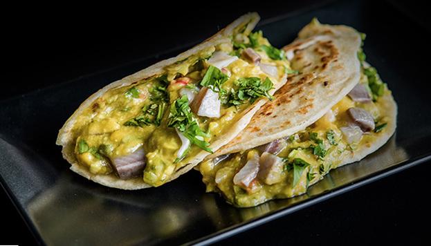 Toda una sorpresa: taco de aranques del Báltico marinados y guacamole con mango al estilo de Veracruz.