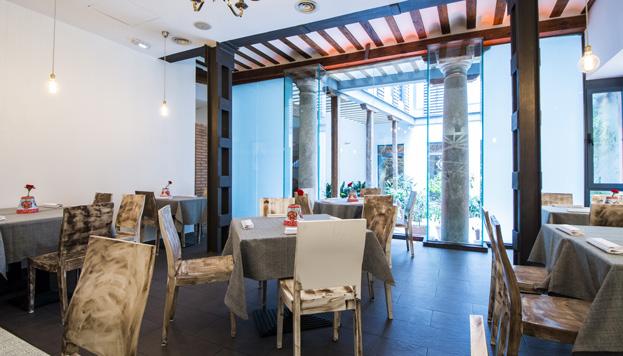 La Malaje abre sus puertas en un antiguo palacete con un patio interior muy andaluz.
