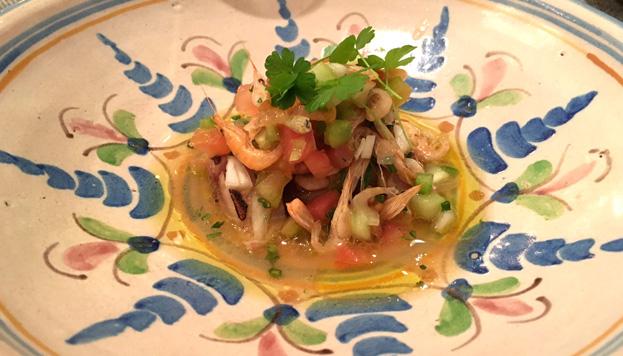 Los camarones son el marisco preferido de Manu Urbano, responsable de La Malaje.