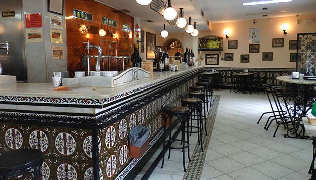 En La Cervecera hacen honor a su nombre y sirven las cañas como en pocos sitios.