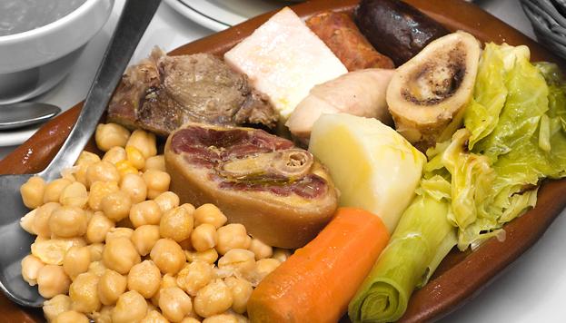 El de Casa Carola es uno de los mejores cocidos de Madrid. Lo preparan con sus propios garbanzos segovianos.