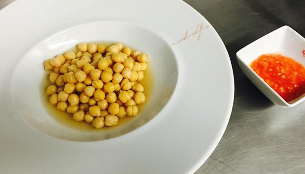 El cocido del Palacio Cibeles se prepara todos los jueves. Todo un homenaje a la cocina de hogar.