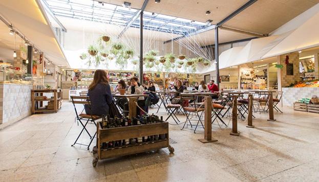 Todo lo que se come en El Huerto de Lucas se vende allí mismo, en su mercado ecológico.