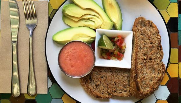 En Viva Burger apuestan por desayunos sanos, potentes y llenos de vitalidad. También preparan batidos veganos de fruta natural.