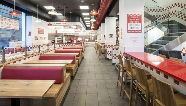 El Five Guys ha sido uno de los últimos restaurantes en abrir sus puertas en Madrid.
