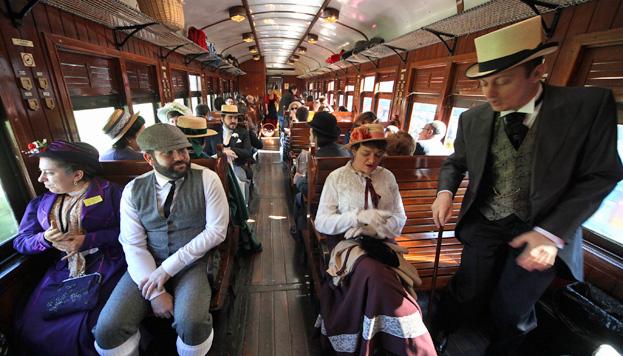 En el Tren de la Fresa no solo podemos viajar a Aranjuez. ¡También a otra época!