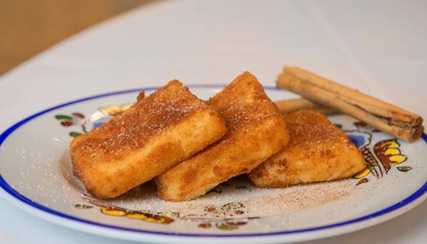 Los celíacos son bienvenidos al Mesón: esta leche frita no tiene gluten.