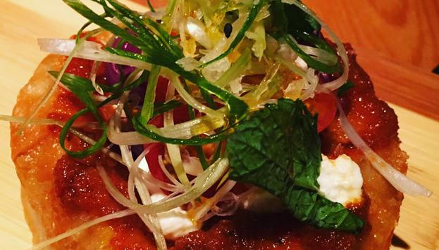 La pizzeta libanesa es uno de los platos estrella de la carta de Sasha Boom.