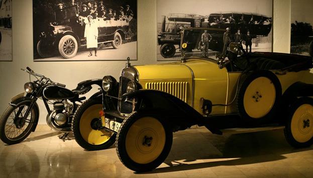La colección de vehículos antiguos del Apart & Hotel Jardines de Sabatini es espectacular.