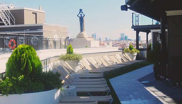 Alguien nos vigila... Esta es la espectacular azotea del Hotel Emperador.