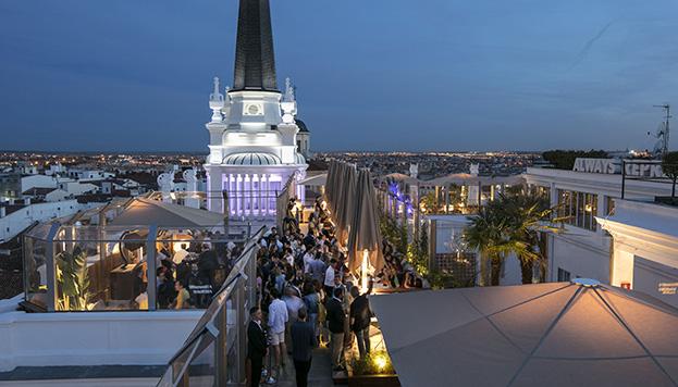 Radio es el nuevo nombre de la terraza del Hotel ME Reina Victoria, en la plaza de Santa Ana.