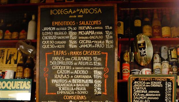 La Ardosa fue fundada en 1892. Fue la primera en servir cerveza Guiness en Madrid.