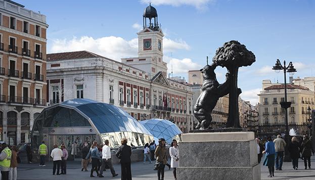 Puerta del Sol, con la Real Casa de Correos de fondo.