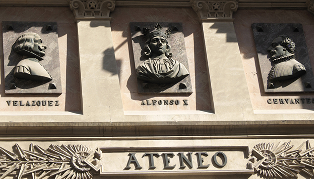 Detalle del frontal del Ateneo de Madrid