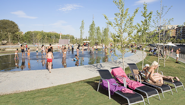 Playa urbana en Madrid Río
