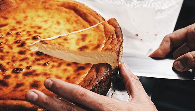 Ahora la tarta de queso del restaurante Carbón Negro la hacen ¡para llevar a casa!