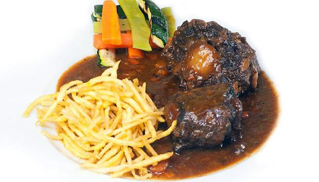 Este es su famoso rabo de toro, un plato muy apetecible y muy castizo.