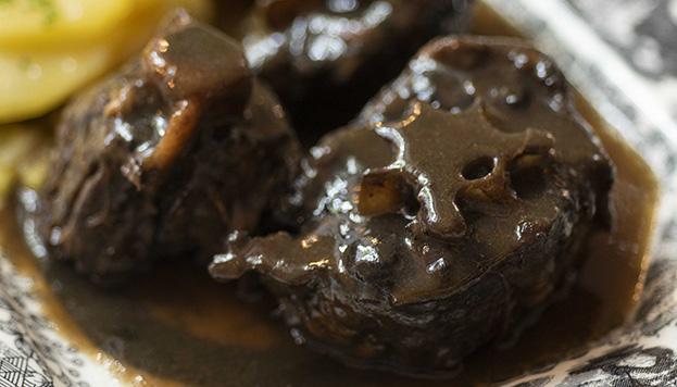 Con la receta de Patio de Leones disfrutarás en casa de este plato típico del mes de mayo en Madrid.