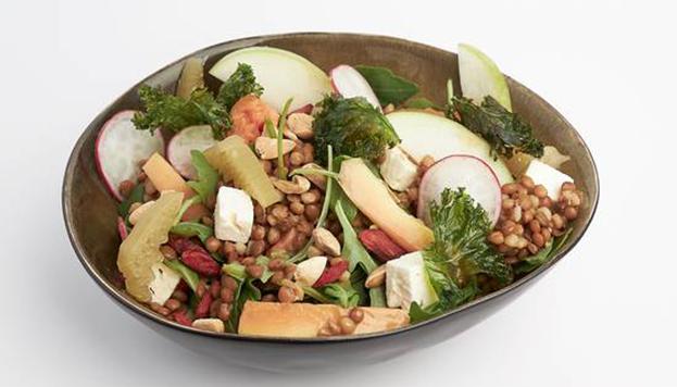 De primero, ensalada de lentejas, un plato de lo más saludable.