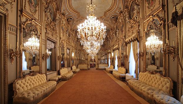 Así es el suntuoso interior del Palacio de Fernán Núñez.