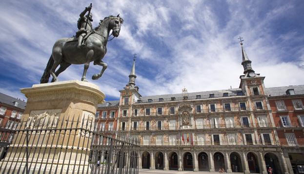 La Plaza Mayor es uno de los escenarios que más aparecen en las películas con Madrid de fondo.