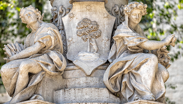 Entre el otoño y el invierno, el escudo de Madrid.