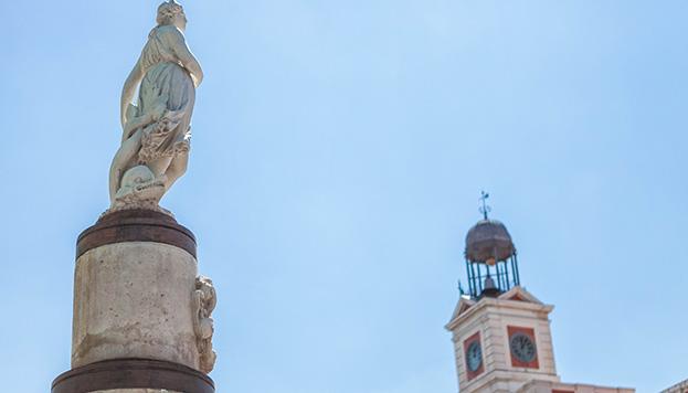 Para ver a la Mariblanca, nuestra Venus castiza, hay que ir hasta la Puerta del Sol.