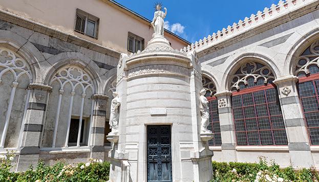 El el interior del Pantéon de los Hombres ilustres destaca este mauseleo, que es un monumento a la Libertad (©Álvaro López del Cerro).