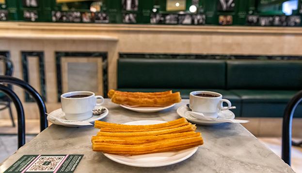 ¡Qué ricos! ¿Te atreves a preparar un chocolate con churros al estilo San Ginés? (©Álvaro López del Cerro).